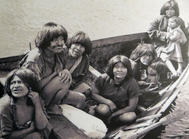 Yamana were nomads who have resorted to fishing and were able to keep the fires in their floating canoes. Lived naked, convinced that their own animal fat and keep them best from the icy wind and moisture. Patagonia