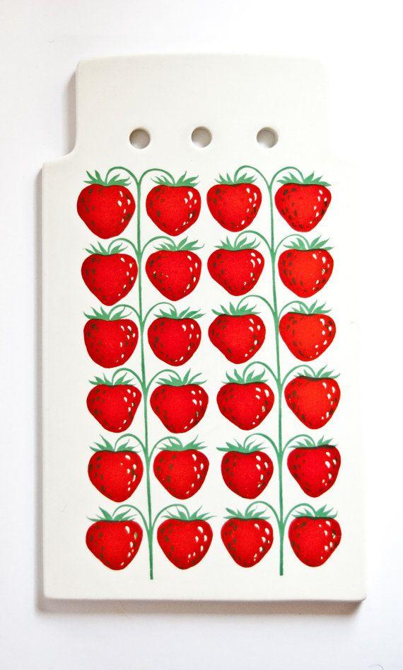 Arabia Finland Large Pomona Strawberry Board, design Raija Uosikkinen