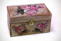 """The wooden casket 'Roses found in the attic """""""