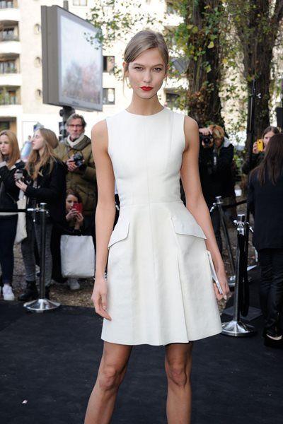 カーリー・クロス - やっぱりこの春は絶対白! Raf Simons for Diorを美しく着こなしたパリスタイル   海外セレブファッションスナップ CELEB SNAP