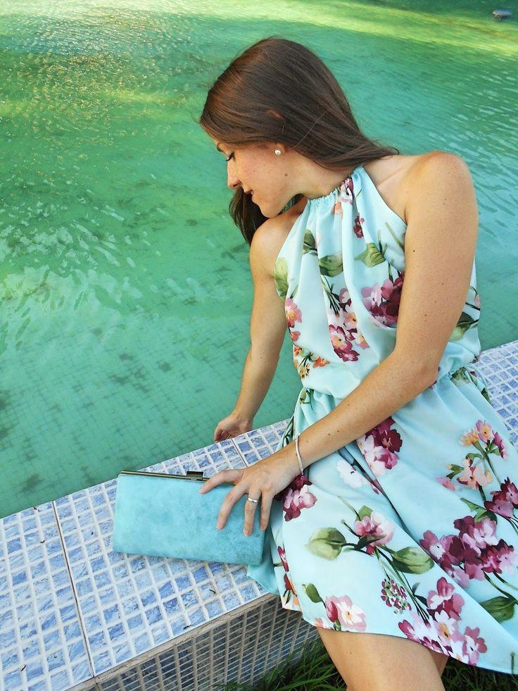 Vestido de flores - Temporada: Primavera-Verano - Tags: Moda, Fashion blogger, Look, Outfit, Flores, Summer, - Descripción: Vestido aguamarina con flores fucsias