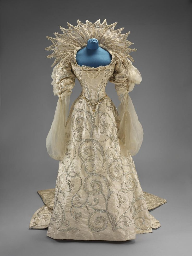 """Worth """"Duchess of Savoia"""" fancy dress worn by Winifred, Duchess of Portland to the Devonshire House Ball, July 2, 1897 From the V&A"""
