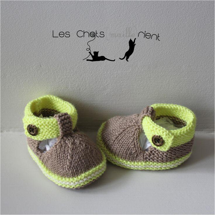Chaussons bébé tricotés main, style sandales, marron et vert, 3-6 mois / Hand-knitted baby sandals