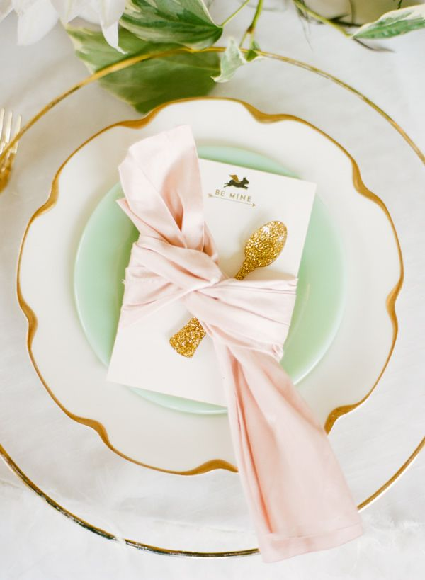 Trend: Green, White, Dusty Pastel #tablescape