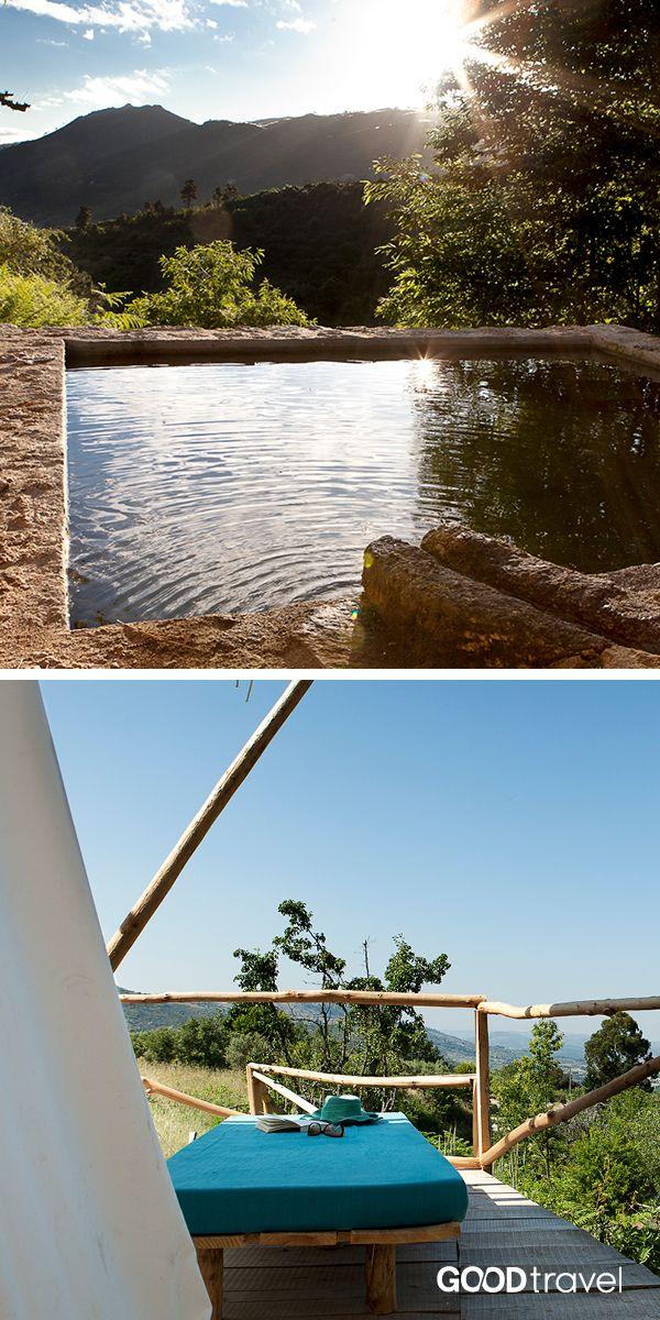Der ökologische Schwimmteich dieser Galmping-Destination im Zentrum Portugals ist völlig frei von Chemikalien und auch die Landwirtschaft wird auf hier 100 Prozent biologisch und nachhaltig betrieben.
