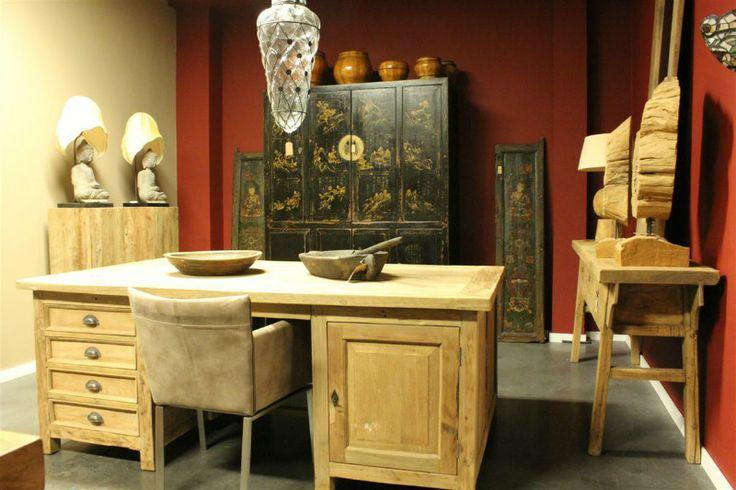 Massief houten bureau gemaakt van hergebruikt teak. Afmetingen van deze bureau 200x120. Maatwerk is ook mogelijk
