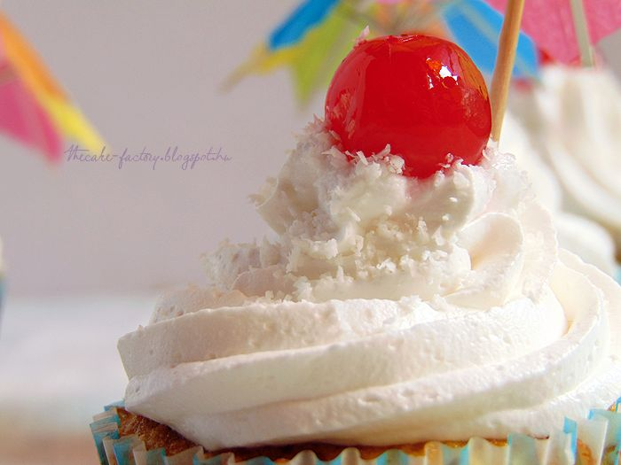 The Cake Factory: Pina Colada Cupcake | feat. Lolly Makeup&Beauty Blog