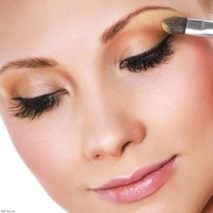 17 best images about maquillage yeux marrons on pinterest simple makeup tips tattoo hearts. Black Bedroom Furniture Sets. Home Design Ideas