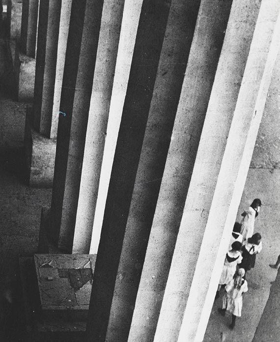 """Alexander Michailowitsch Rodtschenko - Black and white photograph, """"Das Revolutionsmuseum"""". 1926."""