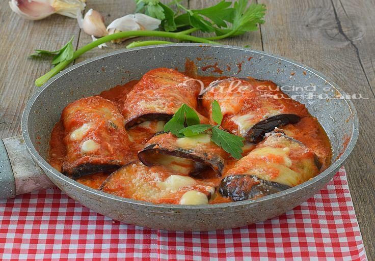Involtini di melanzane con sugo e mozzarella, semplici ma tanto gustosi e succulenti, ideali come secondo piatto goloso e sostanzioso.