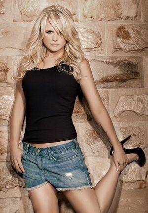 Miranda-Lambert-CountryMusicIsLove.jpg (300×431)
