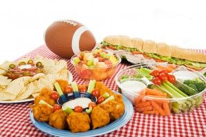 Are you ready for the #MiamiDolphins vs Tampa Bay Bucs #game? Try these tips for a #healthy #tailgating menu. | #HealthyRecipes #Footballseason