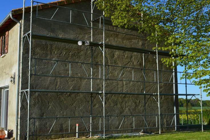 Préparation de façade avant intervention. Enduit à la chaux, hydrofuge naturel. 🌿🌱