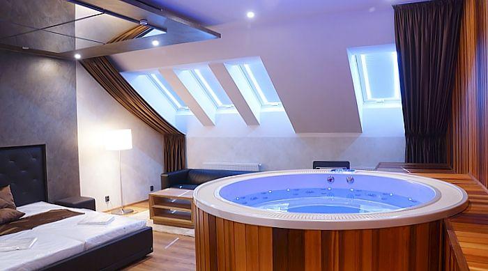 Luksusowa okrągła wanna z hydromasażem. Możliwość  montażu  w dowolnym miejscu w twoim domu np. łazience czy ogrodzie. http://www.spassionate.pl