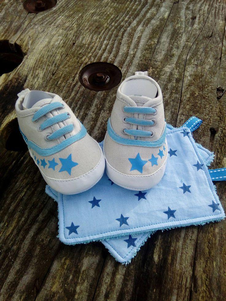 Cadeau de naissance bébé Parure chaussons + 2 Lingettes lavable de la boutique Lesdeliresdecalis sur Etsy