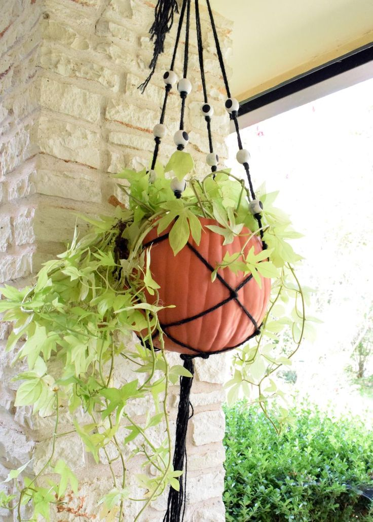 how to make a macrame hanging planter for halloween macrame crafts and diy craft projects. Black Bedroom Furniture Sets. Home Design Ideas