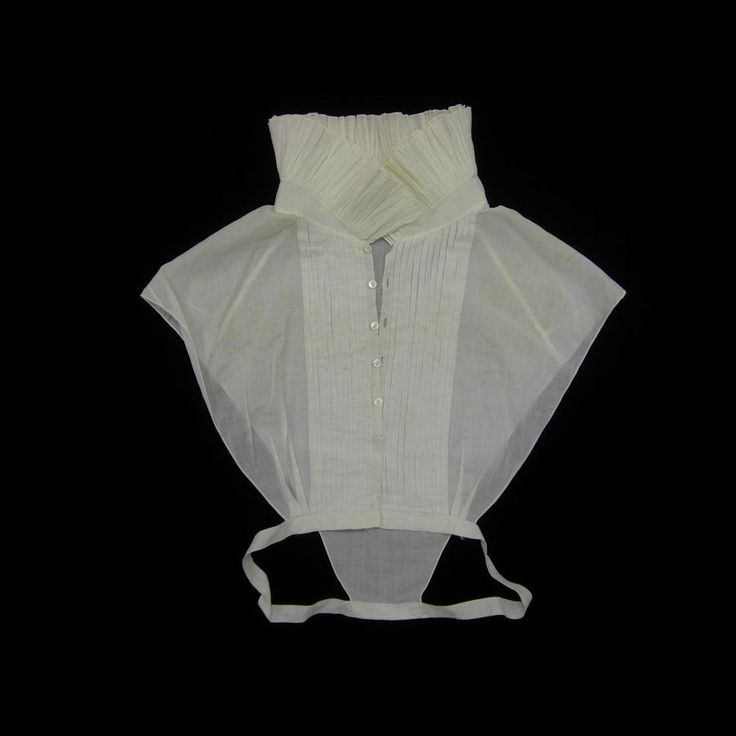White cotton collar or chemisette, English or American, 1810-1835.