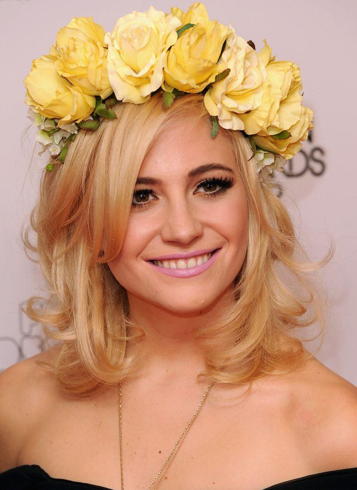 Pixie Lott pretty floral headband style