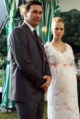 This maternity dress January Jones wore on Mad Men is absolutely gorgeous! The sleeves, just lace, went all the way down to her elbows.