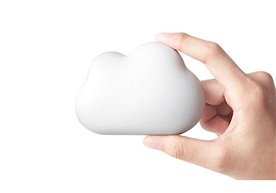 Qualy est une marque d'objets pour la maison, et de cadeaux, créés par une équipe créative et innovante. Elle met l'accent sur le design.Ouvre bouteille en forme de nuage.Ce petit nuage se pose surtoutes lesbouteilles. Magnétique, il pourra se reposer tranquillement sur votre réfrigérateur en attendant d'ouvrir la prochaine bouteille. Son design unique permet de saisir fermement le nuage.