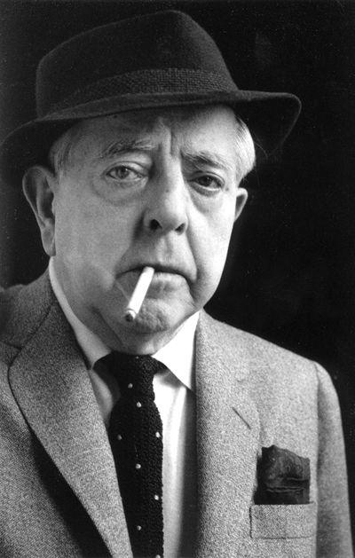 Jacques Prévert (1900-1977)  poète, parolier et scénariste français dont l'œuvre, par son oralité et ses thèmes pleins de révolte et de tendresse, a su toucher un très large public