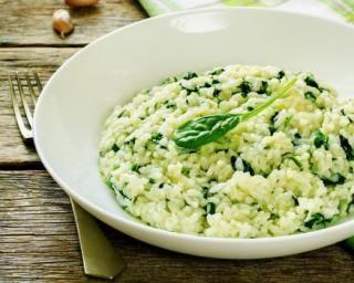 Risotto végétarien aux épinards : http://www.fourchette-et-bikini.fr/recettes/recettes-minceur/risotto-vegetarien-aux-epinards.html
