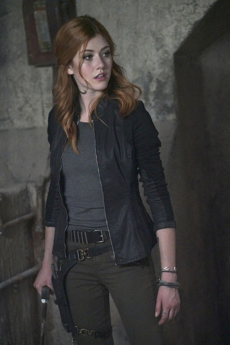 Katherine McNamara as Clary  ❤❤❤