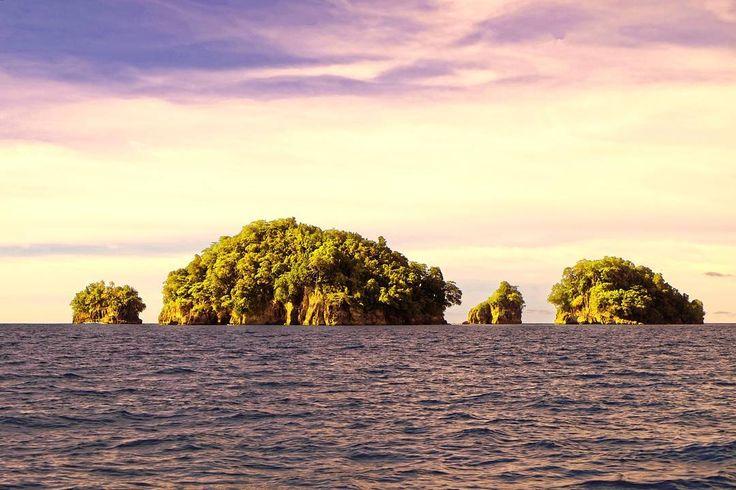 Morning cruise  . ____________________ #myart #photo #photography #life #travelling #ocean #photographer #instatravel #magic #magician  #mentawai #love #fujifilm #fujifilm_id #sand #roadtrip #destination #adventure #ogearthemus #me #nature #vacation #TravelLife #luxurylife #luxury #indonesia #igtravel #travelphotography