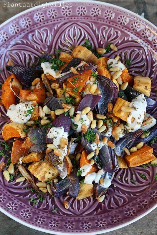 Plantaardigheidjes: Zoete aardappel met rode ui & Snijbiet met romige tahin dressing