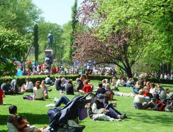 The #Esplanade #Park is the center of life during #sunny, #summer days in #Helsinki. Photo: Mika Lappalainen