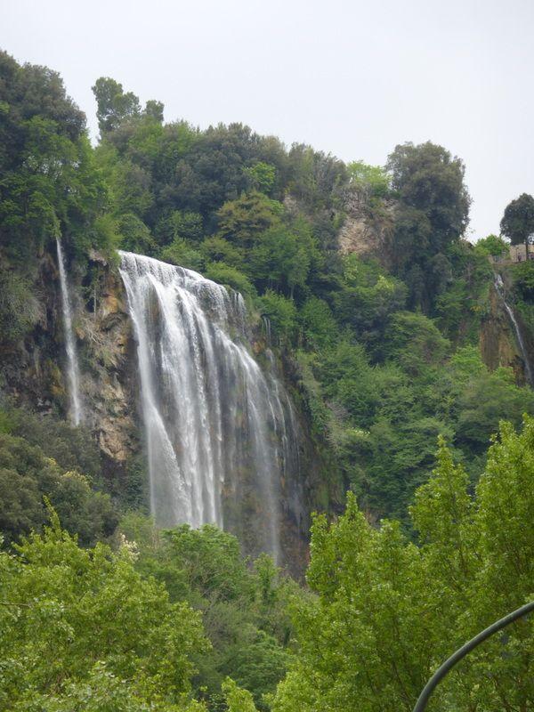 touristisch: der höchste Wasserfall Europas  bei Terni.