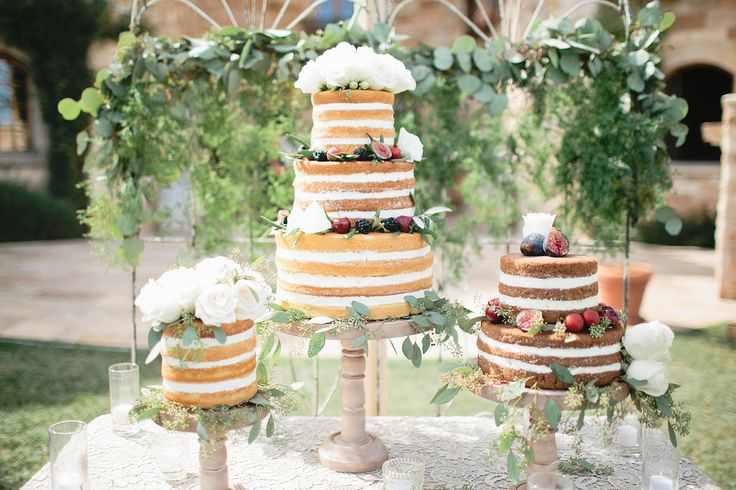 multiple wedding cake table 1000 ideas about wedding cakes on 17660