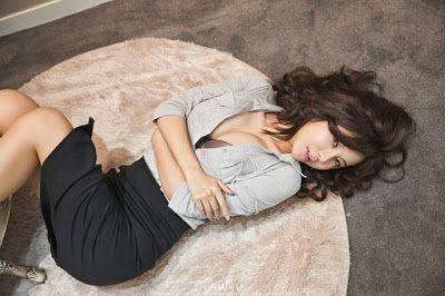 Ryu Ji Hye Sexy Office Lady