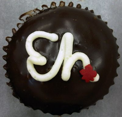 Canada Day cupcakes. I think I'm going to celebrate this holiday just so I can make these.