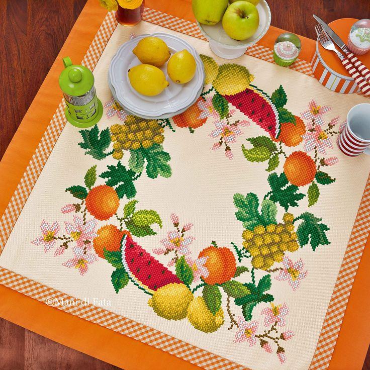Tovaglietta confezionata in tela aida avorio con bordo in tinta unita arancione e a quadretti da poter personalizzare con ricamo a punto croce