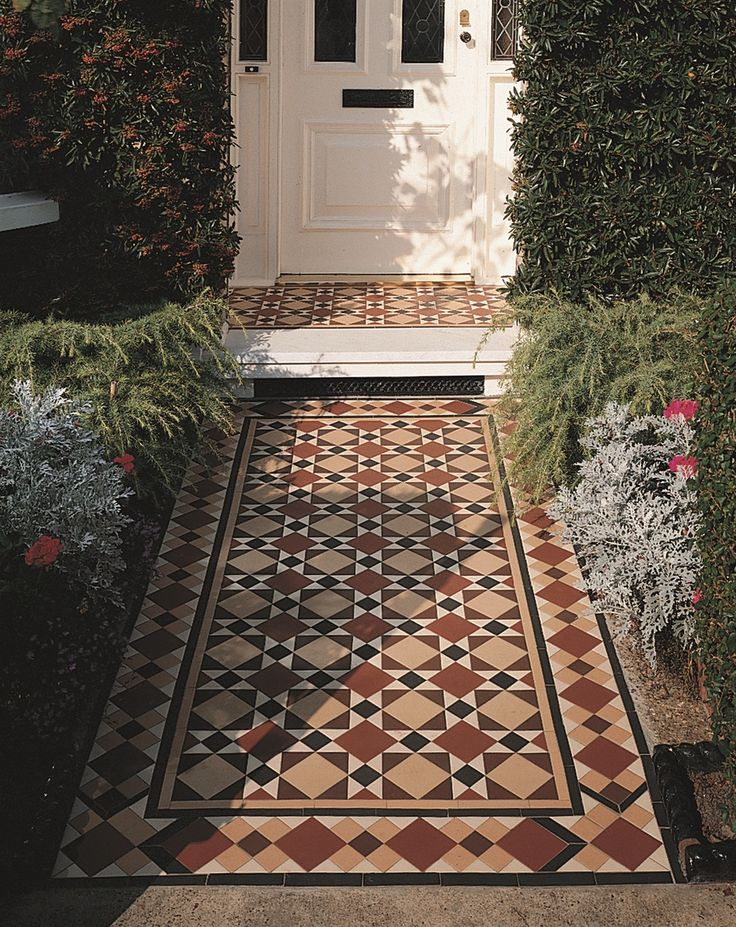 Victorian Floor Tiles - the Lambeth pattern with modified Wordsworth border makes a pretty addition to any home frontage