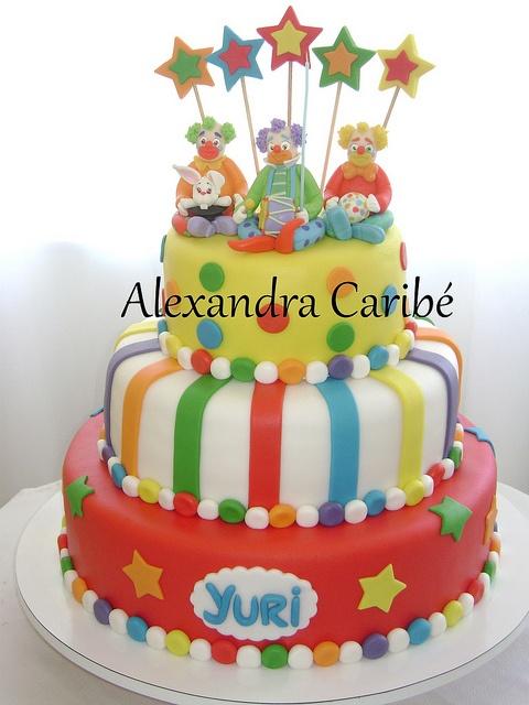 Hummm... Adorei este bolo para festa de Circo... Era um palhacinho, muito atrapalhado...