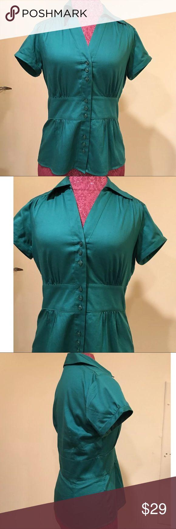 Ann Taylor Loft Outlet Green Button Down Top Sz 4 Ann Taylor Loft Size ~ 4 Material ~ 100% cotton Shoulders ~ 14 Arm ~ 6 Chest ~ 18 Length ~ 25 Buttons ~ 9 Emerald green Ann Taylor Factory Tops Blouses