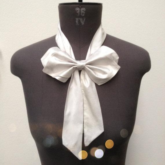 Bow Tie in light grey made of raw silk by PollyMcGeary on Etsy, €25.00