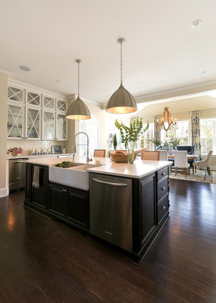 The functionality of this country kitchen lies in its open concept. From  the kitchen island
