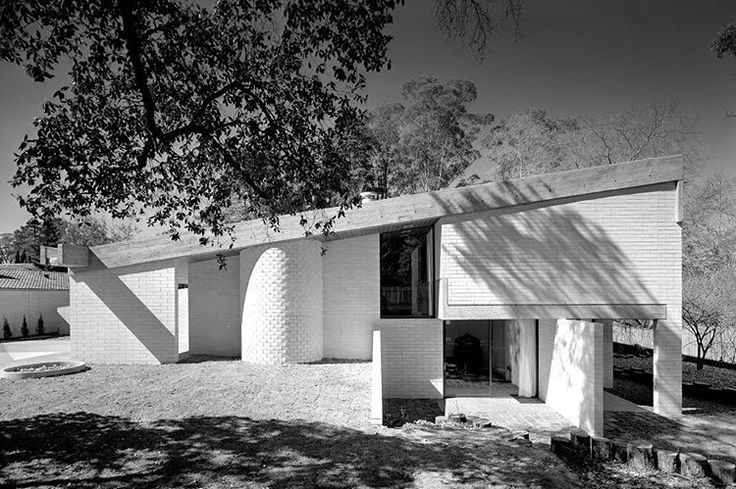 I think this is my favourite Harry Seidler. Gissing House/Sydney/1972. Max Dupain.