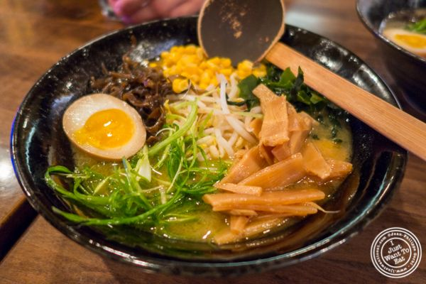 Ramen-Ya Samurai Edition is the second location of Ramen-Ya, a place I discovered a couple of years ago. Bigger than its sister restaurant, the Samurai Edition, the food there was delicious and quite comforting, especially in cold temperatures.