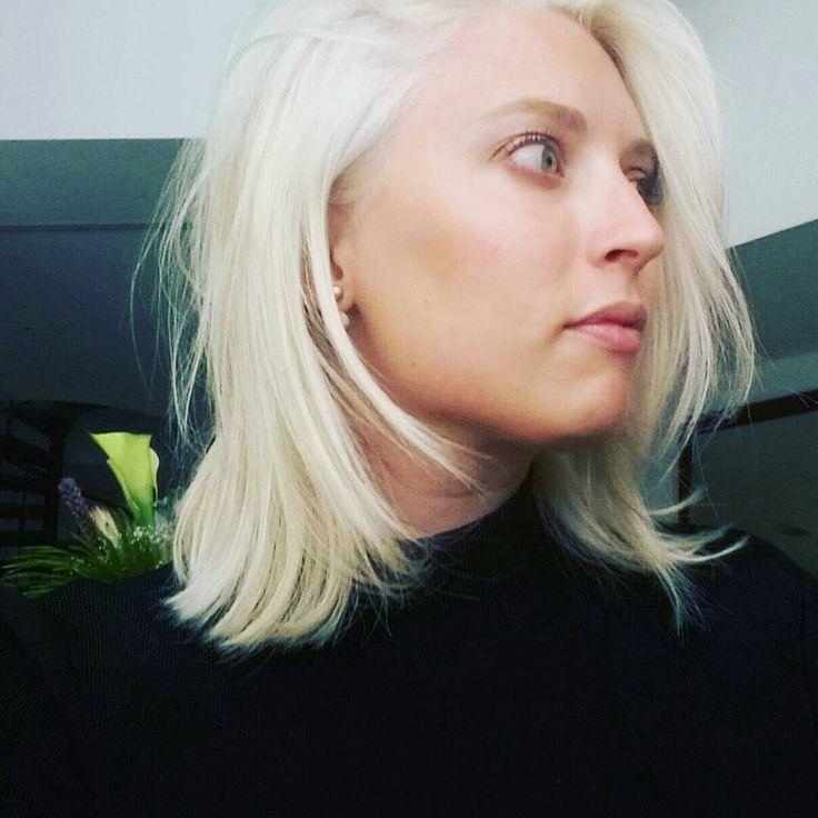 Platinum Blonde Lob. White, creamy blonde short shoulder length hair. Beautiful. Perfected by Colour Masters Salon in Al Barsha Instagram @adventuresofperri @alishaperriscreativestudio  Dubai #blondehair #platinumblonde #lob #platinum #whiteblonde #perfectblonde #blonde