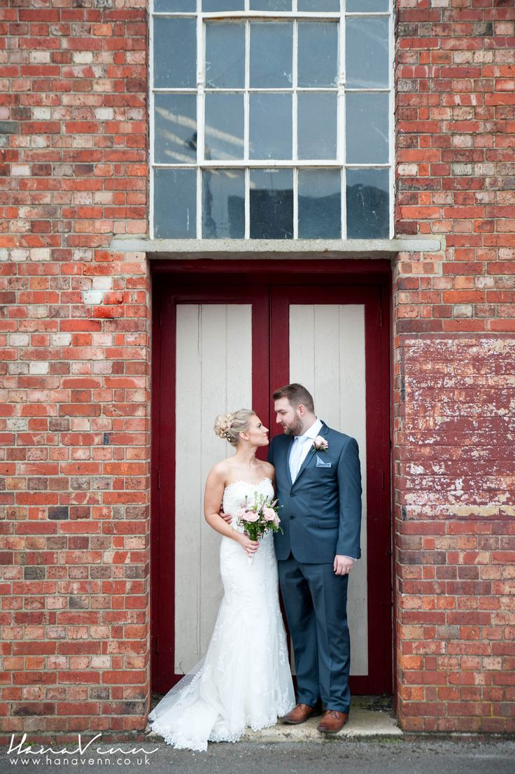 Explosion Museum Gosport Wedding || Caz and Sam || Beautiful, Timeless & Relaxed Wedding Photography by Hana Venn www.hanavenn.co.uk