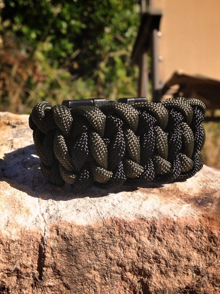 From DIY · Wie Man Ein Paracord Survival Armband: Reifenprofil #armband  #paracord #reifenprofil #survival