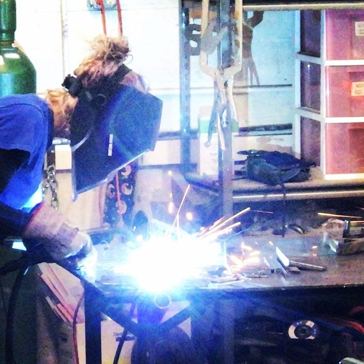 Theres a lot going on here today..!!! #welding #class #underway #freeforall #andfunwashadbyall #thesculpturestudio