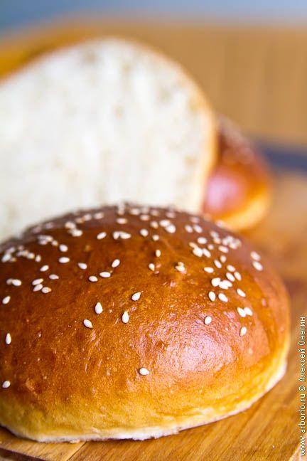 Рецепт булочек для гамбургеров, которые феноменально вкусны и просто с молоком или чаем. Румяная корочка, сдобный мякиш, а уж аромат - и описать не возьмусь.
