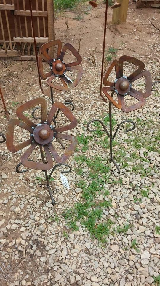 10320569_863801753634287_2226881466526321444_n.jpg (540×960)Garden Metal Art. Recycle, Rethink, Reuse, Repurpose at Gold'n Country Gifts, llc, Facebook https://www.facebook.com/weluv2cre8 www.goldncountrygifts.com Weyauwega, W