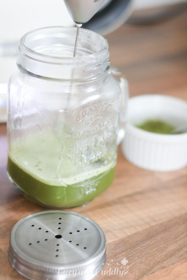 Um das giftgrüne Getränk aus Japan ranken sich ja genauso viele Superfood-Mythen wie um Quinoa und Chia-Samen. Taugt das was? Ist es tatsächlich seinen Preis wert? Muss das von so weit weg kommen? Während ich diese Zeilen in mein Macbook tippe, steht schon... #chlorophyll #cleaneating #gesundheit