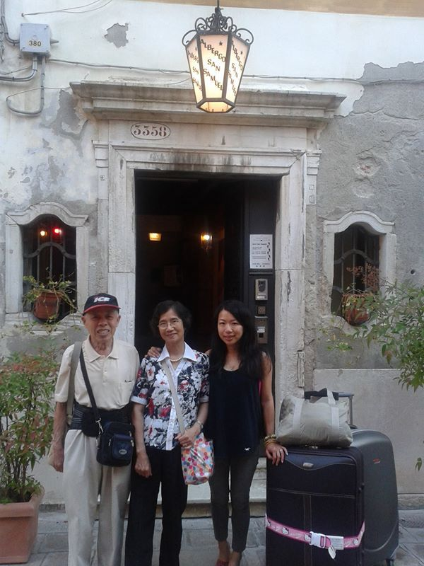 Sophia and her parents ! So kind! #venice